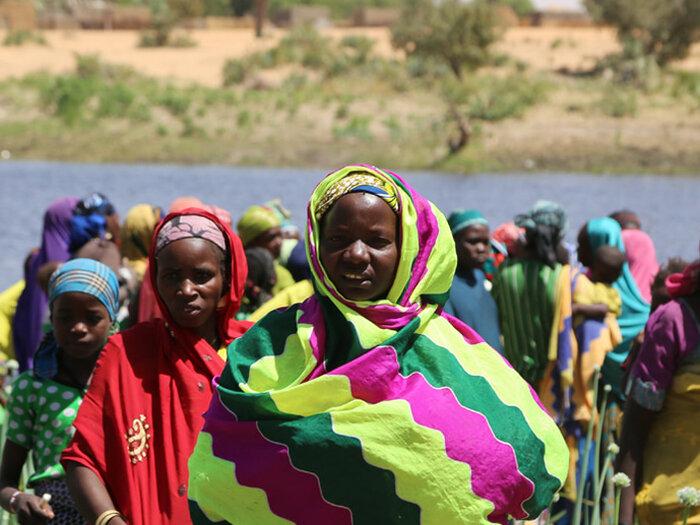 زنان در حاشیه رودخانه